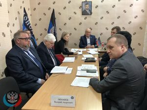 Валерий Ляховец провел прием граждан в общественной приемной Председателя ОД «ДР» Д.В. Пушилина в Центрально-Городском районе