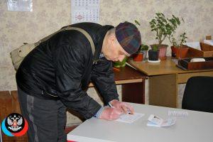 В Горловке состоялось вручение паспорта гражданина ДНР жителю города, обратившемуся за содействием к Главе ДНР Денису Пушилину