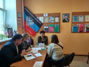 В городе Докучаевске провела выездной прием министр здравоохранения ДНР Ольга Долгошапко