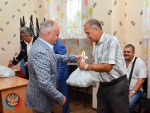 Макеевские горняки получили подарки от Центрального исполкома Общественного Движения «Донецкая Республика»